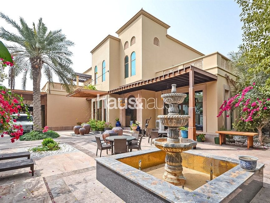 5 bedroom Villa for sale in Sector H - view - 1