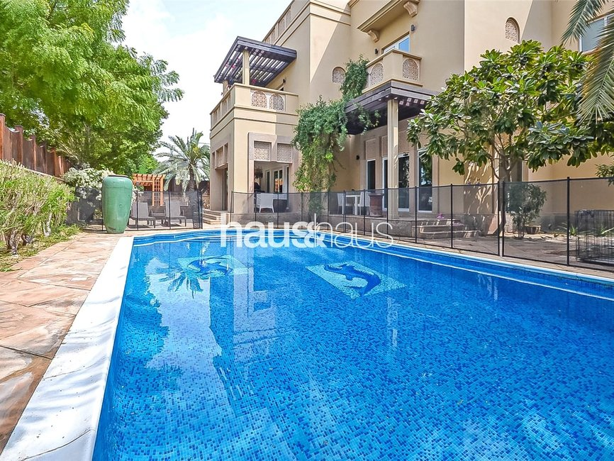 5 bedroom Villa for sale in Sector H - view - 2