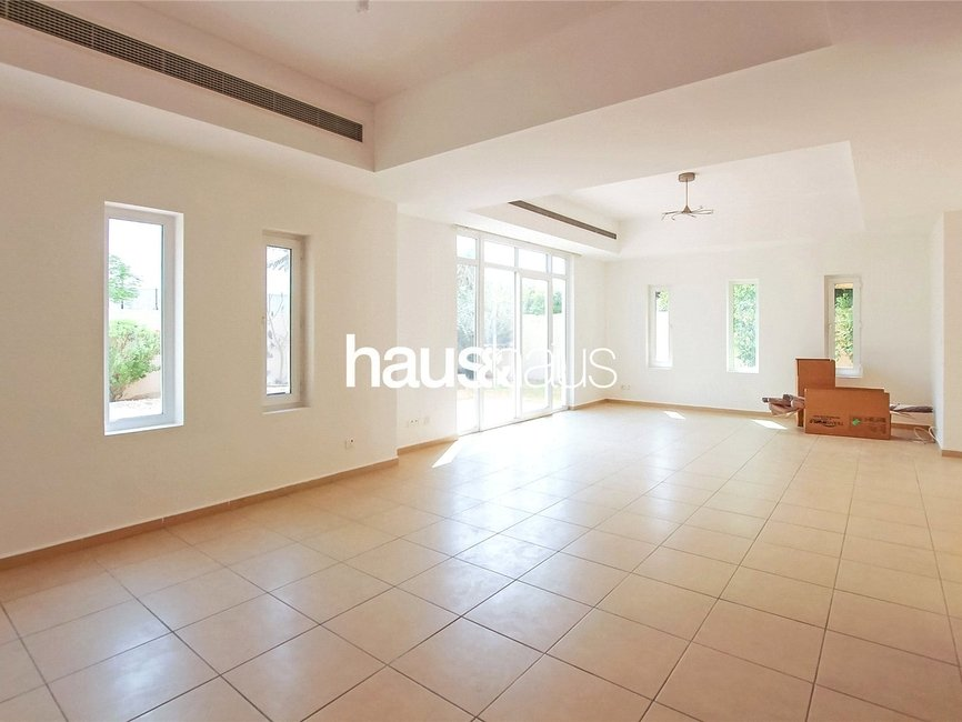 4 bedroom Villa for sale in Al Mahra - thumb - 2