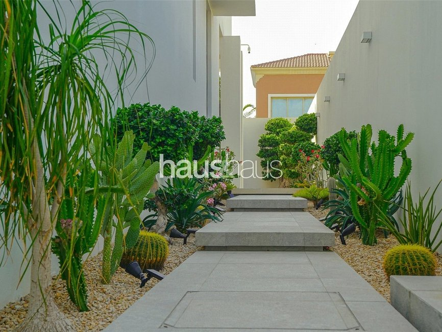5 bedroom Villa for sale in Umm Suqeim 2 Villas - view - 13