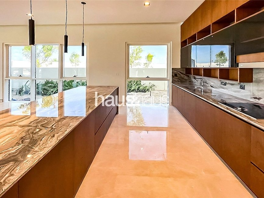 6 bedroom Villa for sale in Golf Place - view - 3