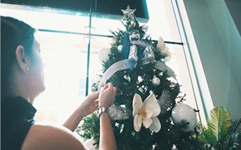 Christmas tree decoration at haus & haus – Dubai 2020